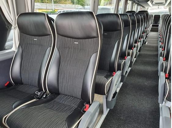 Vtc Lyon intérieur bus 53 places